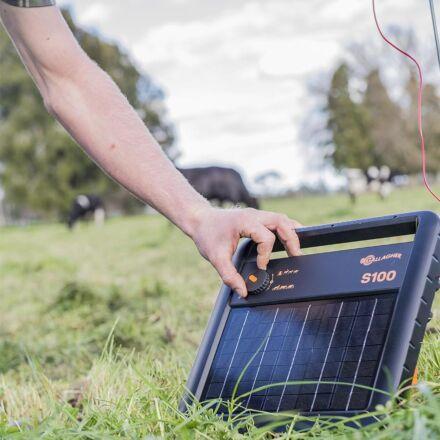 Gallagher S100 solar energiser +battery